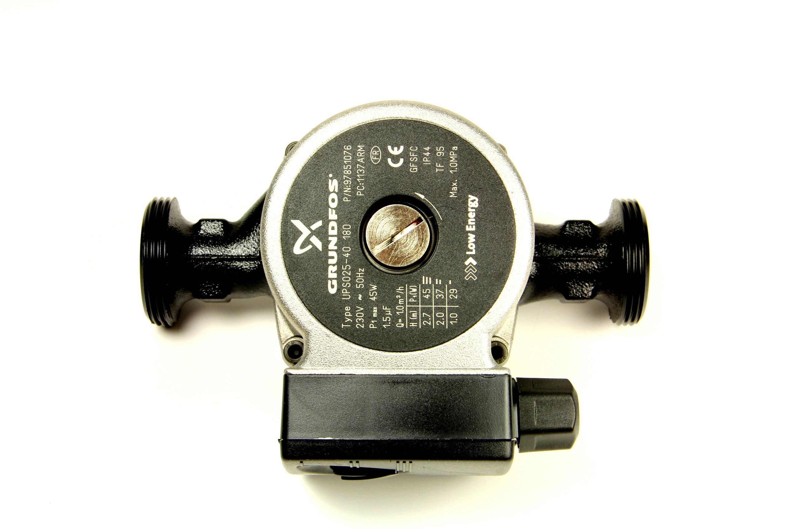 Lämmönvaihtimen ja polttimen jäähdytys pumppu UPS025-40 180 Kiertovesipumppu